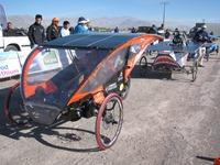 Autos Solares llegan a los 100 kilómetros por hora en día tres de competencia