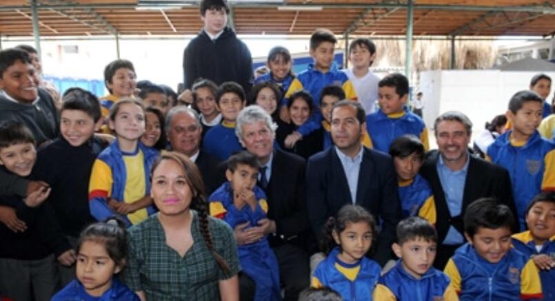 Ministro Eyzaguirre visitó Región de Tarapacá y anunció becas para estudiantes afectados por terremoto