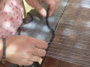 Muestra textil y de alfarería para conmemorar el Día del Artesano