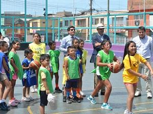 Escuela de Básquetbol en Plaza Arica: La idea es masificar práctica deportiva en barrio popular