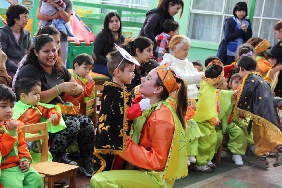 Niños y niñas de La Tirana difunden sus tradiciones