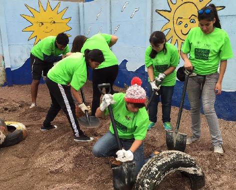 Alumnos de la Universidad Santo Tomás realizan trabajos voluntarios en Chanavayita
