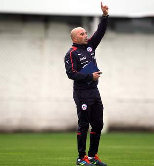 Sampaoli: «Lo mejor para el fútbol chileno es salir de la selección»