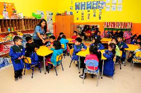 Más de 700 alumnos de colegios municipales  se benefician con entrega de útiles y ropa