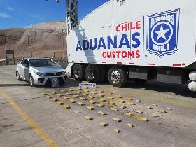 Aduanas intercepta auto con 43 kilos de drogas