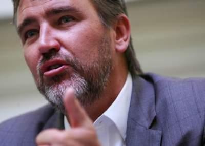 Senador Rossi pide explicaciones al MINSAL por no realización de estudio de vacuna contra el neumococo