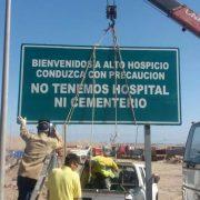 Señalética caminera en Alto Hospicio indica que no hay Hospital ni Cementerio en la comuna