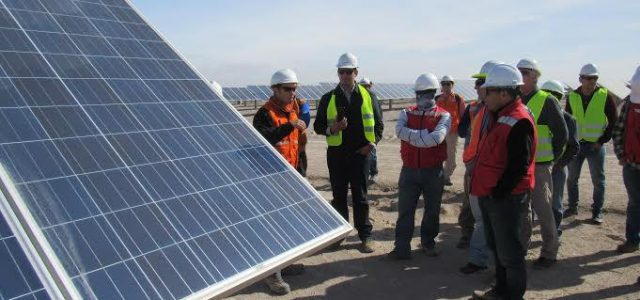 Técnicos fotovoltaicos conocieron planta Solarpack de energías no renovables