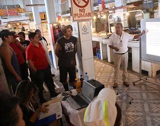 Locatarios del Mercado Centenario participaron en capacitación sobre manipulación de alimentos y mantención de cadena de frío