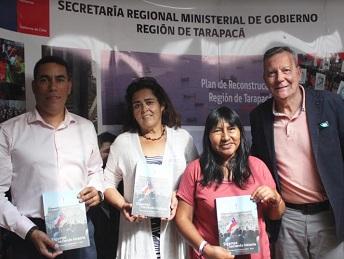 Entregan libro sobre participación social «Sigamos haciendo historia» a dirigentes sociales