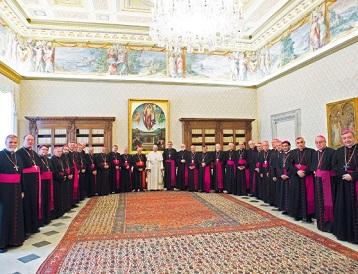 """Durisímo documento del Papa habla de """"hechos delictivos"""", """"escándalo"""" y otros epitetos. Doce a quince Obispos se van"""