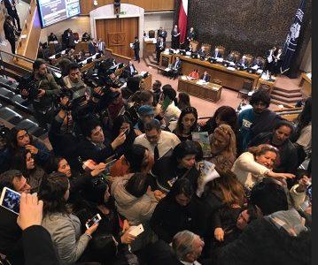 Representantes de Campamentos en sesión del Congreso, interesados en proyecto habitacional de Senador Soria