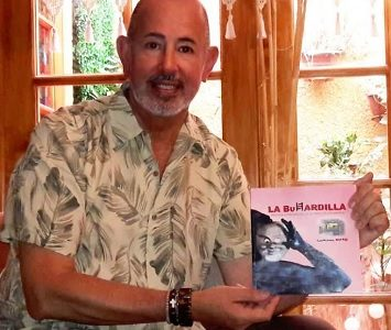 Guillermo Ward lanza libro sobre artes escénicas de Iquique y Sala la Buhardilla, que funcionara en la antigua Escuela Artística