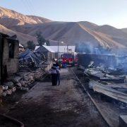 Quema no controlada de pastizales provocó incendio en Laonzana, comuna de Huara, que dejó saldo de 11 casas destruidas,  7 con daños cuantiosos y pérdidas agrícolas