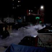 Vecinos de la Población Las Rosas, hartos del lanzamiento indiscriminado de gases y bombas lacrimógenas en su barrios, por parte de FFEE de Carabineros