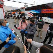 Más de 600 bolivianos llegaron a Iquique al Liceo A-7. Alcalde señala que su molestia es contra el centralismo y que su solidaridad está con las personas