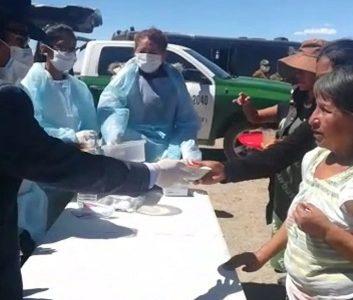 Alcalde de Colchane entrega alimentos a los más de 500 ciudadanos bolivianos varados en la Frontera