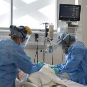 Ya son cuatro pacientes no covid trasladados a otras regiones, permitiendo aumentar capacidad en Iquique
